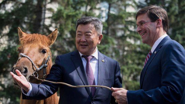 备战稀土?美防长访蒙古结为战略伙伴