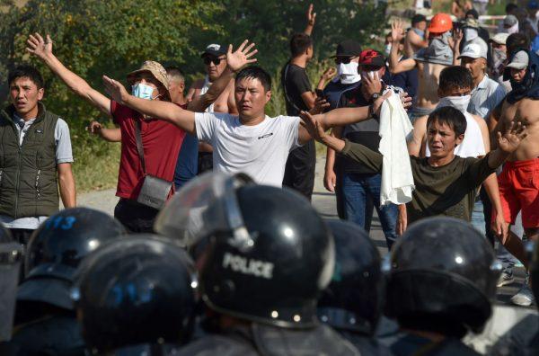 遭控政變謀殺 吉爾吉斯前總統投降被捕
