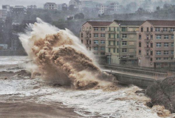 颱風「烟花」逼近浙江 上海等多處鐵路停運