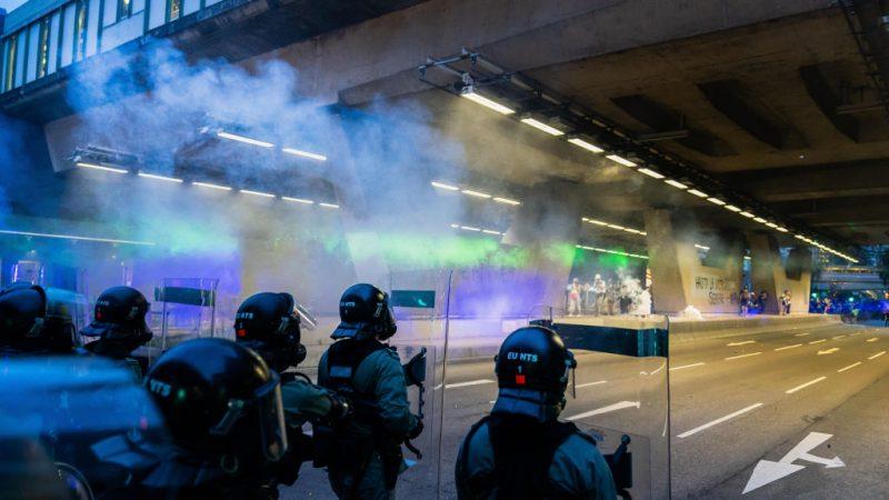 【更新】大埔遊行變打「游擊」警施催淚彈雨