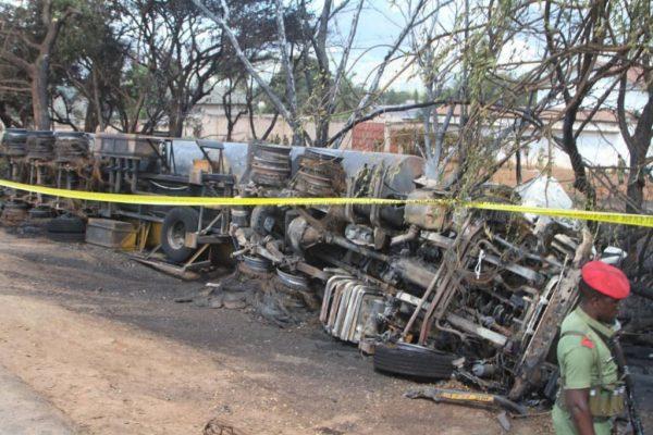 坦桑尼亚油罐车爆炸 火势强烈增至64死70伤
