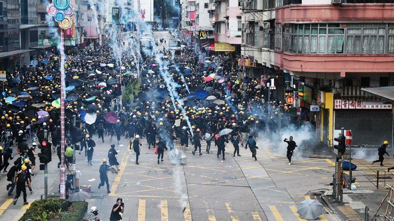 曝香港示威者密押港深边境 30人手脚骨折送返治疗