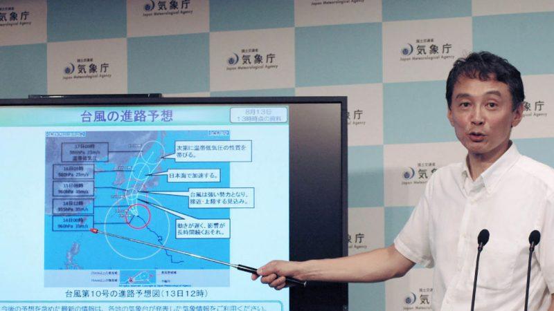 超大型颱風柯羅莎逼近日本 陸空交通受阻