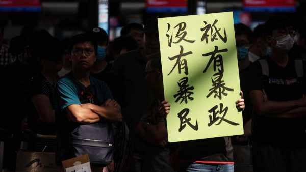 """纽约时报:中共对香港发动""""假信息战"""""""