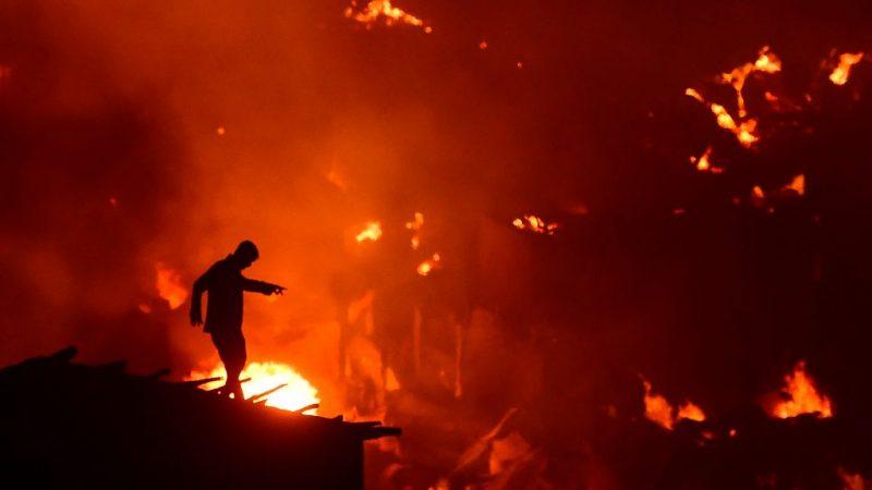 孟加拉首都貧民窟大火 1.5萬住宅付之一炬