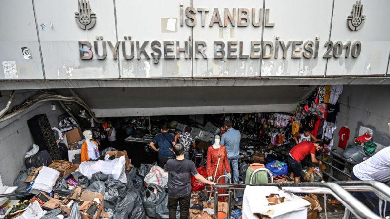 伊斯坦堡暴雨成災 陸路變水路交通大亂