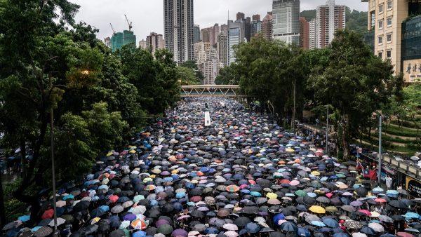 王滬寧煸情惹禍 大陸男在美領館噴漆被監禁4週