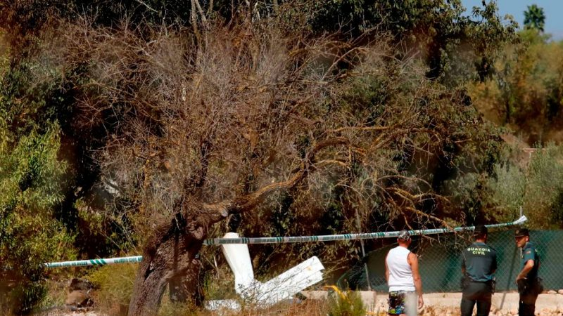 西班牙上空 直升机与小飞机相撞酿7死