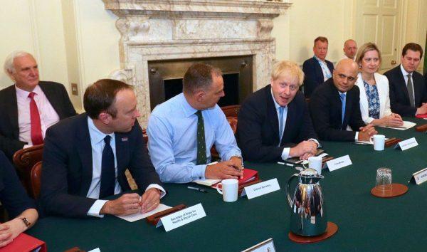 英內閣評估硬脫歐:數月內燃料糧食短缺港口混亂