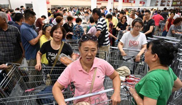 上海Costco開業擠爆暫停業 中國大媽仍硬闖