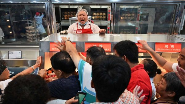 嘴上反美身体诚实?上海Costco开张半日被挤爆停业(视频多图)