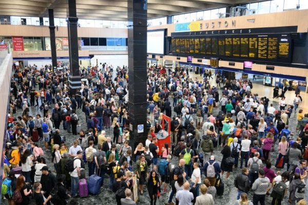 尖峰時刻大停電 英國交通大亂影響近百萬人