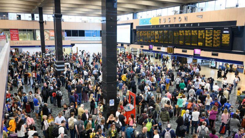 尖峰时刻大停电 英国交通大乱影响近百万人