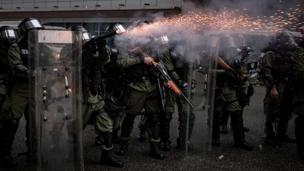 港警家属集会抗议政府:警察不是挡箭牌