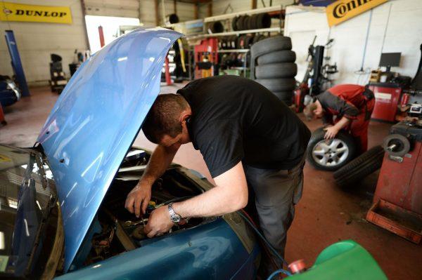 汽车维修问与答:上下水管温差大