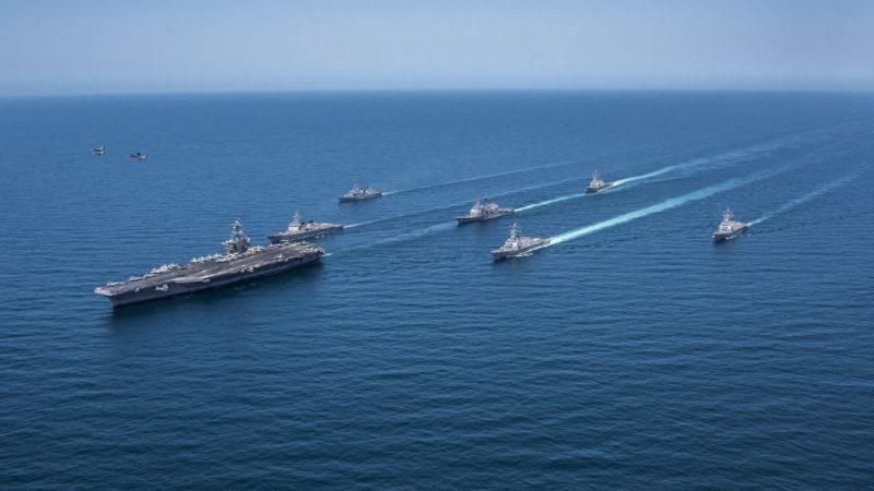 美軍第七艦隊駛入南海美濟礁12海里內航行