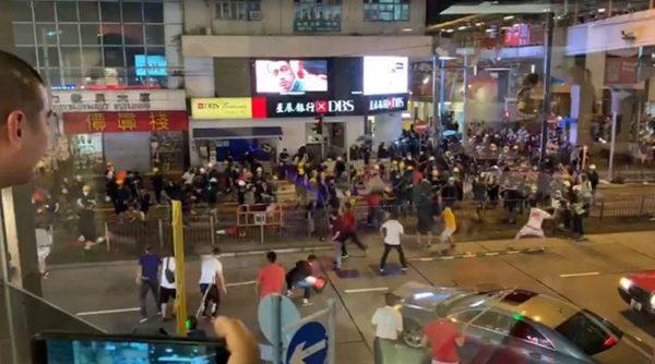 香港8.5抗爭:北角白衣人襲擊示威者被擊退(視頻)