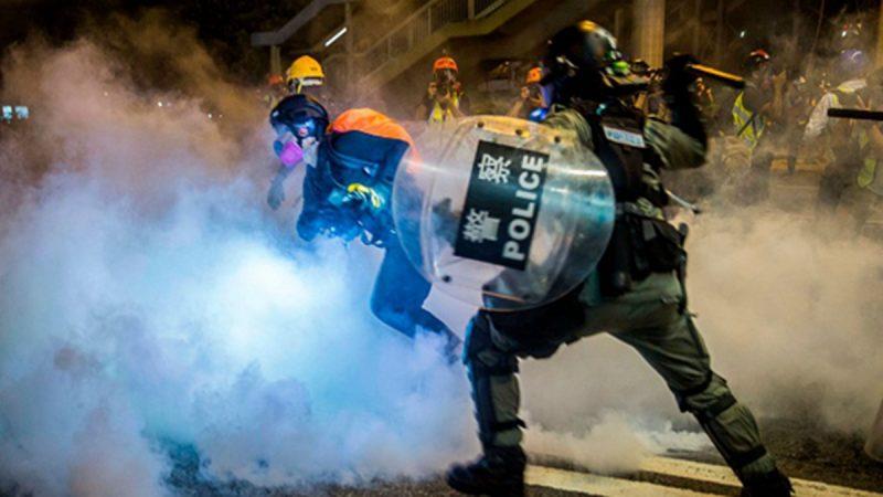 組圖:8.4反送中東西夾擊 港民群起逼退警察