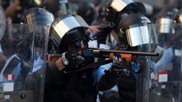 """香港""""警黑""""遍地 22国家发旅游警示"""