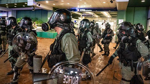 港警如「過街老鼠」商城大廈貼告示禁入