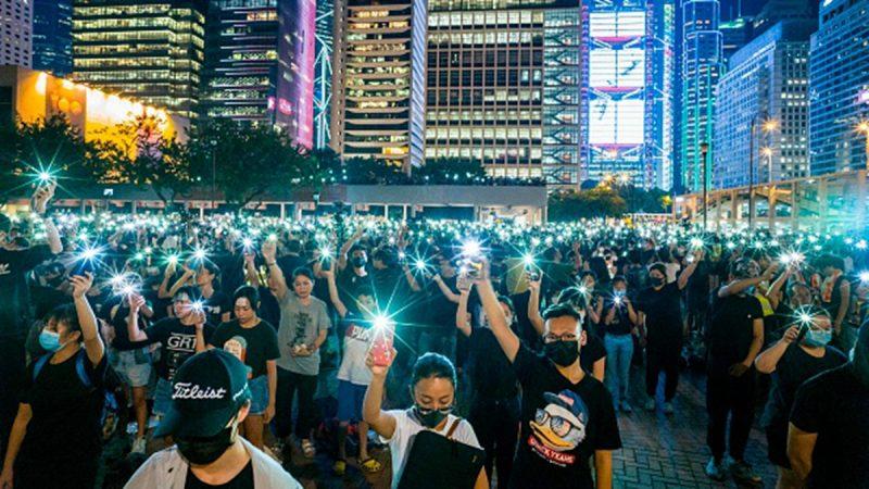 """823""""香港之路""""号召万人牵手 共筑超40公里人链"""
