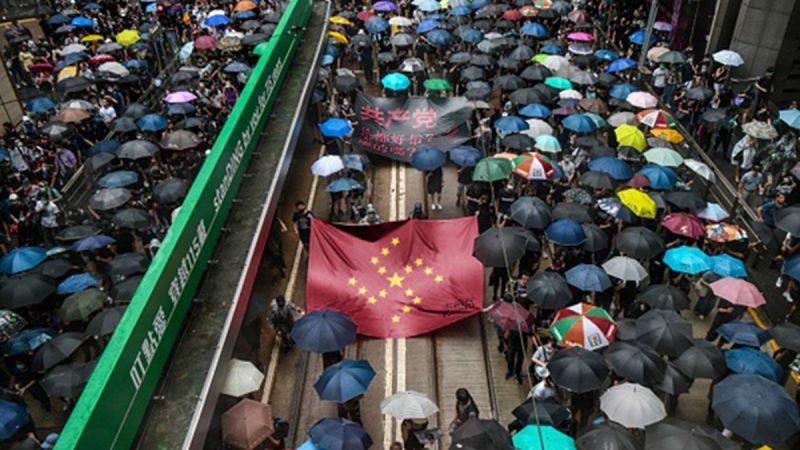 组图:8.31为香港罪人祈祷游行 警方出动两辆水炮车