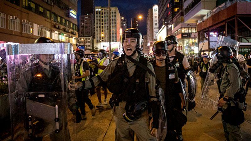 """中共公安潜入香港被曝光 有港警高喊""""同志们"""""""