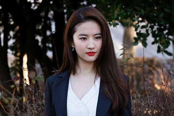 美籍女星刘亦菲挺港警掀波 全球网友抵制《花木兰》