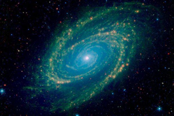 NASA以红外线拍摄经典螺旋星系 核心超亮