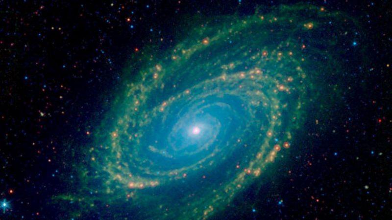 NASA以紅外線拍攝經典螺旋星系 核心超亮
