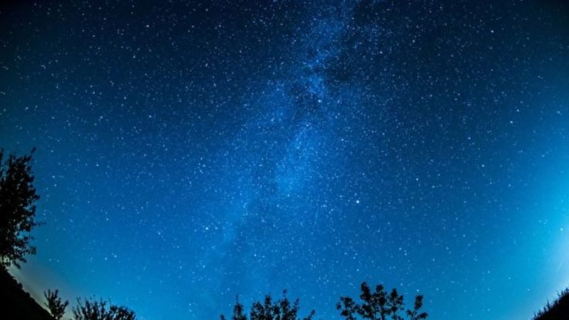 科學家探索宇宙中第一縷「星光」
