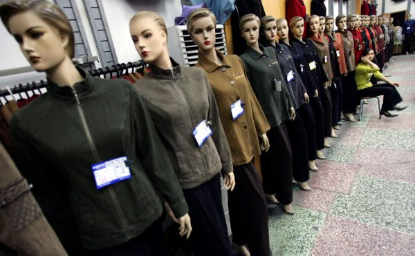 消費降級 中國服裝銷量年減178億件