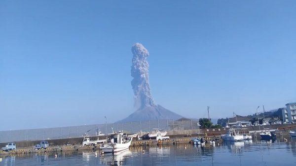 日本櫻島火山大噴發 噴煙直竄2800公尺
