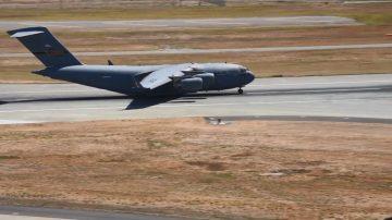 美軍C-17一路飛1.2萬km 帶被炸傷特戰士兵回國治療