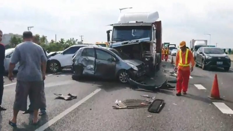 6車連環撞 台國道2號往機場塞車數公里