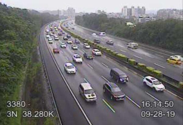 台國道3號土城段10車連環撞 車流回堵逾10公里
