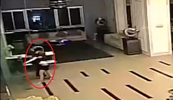 年轻女模离奇陈尸公寓大厅 轰动泰国社会