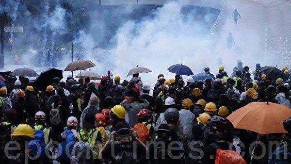 袁斌:港警在太子站的暴行簡直是納粹的翻版