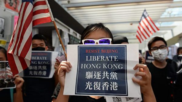 """组图:香港大学校园反送中 高呼""""驱逐共党,光复香港"""""""