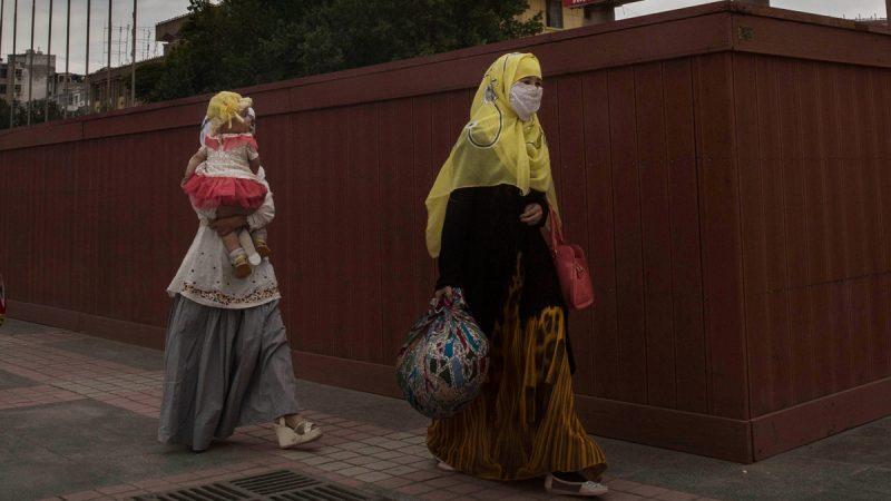 中共派百万官员入户监控维族人 与其妻儿同睡