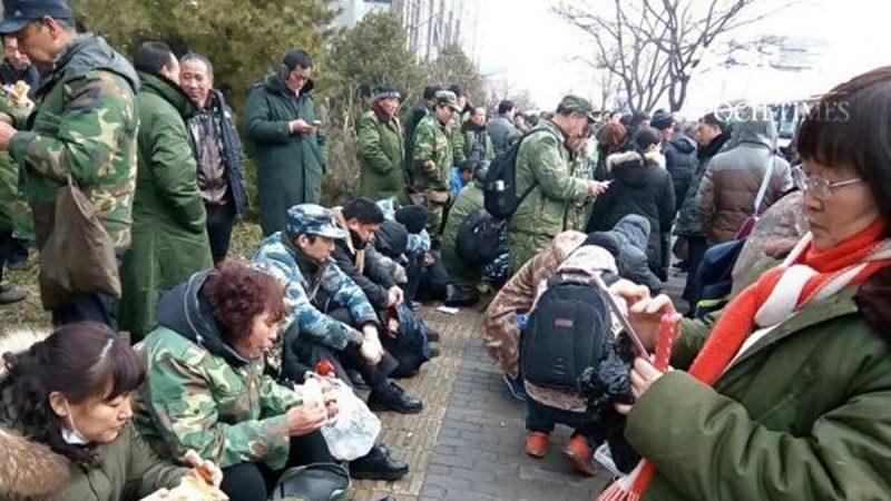 中国老兵悲歌 新年前吊死信访局大门上(视频)