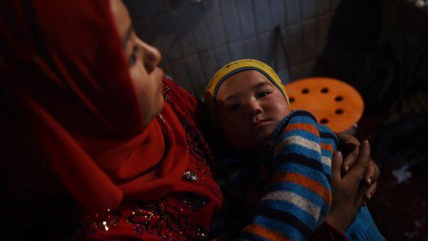 新疆「再教育營」恐怖內情:少女遭強暴帶嬰兒出獄
