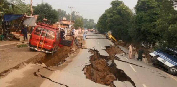 巴基斯坦淺層強震 地裂樓毀至少22死300傷(視頻)