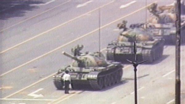 """摄影记者柯尔去世 曾拍下六四""""坦克人"""""""