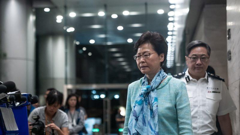 北京气氛诡异:港府宣布撤例 央视只字未提