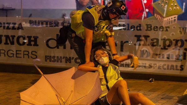港警二代:用市民血和尊严换特权,我不要