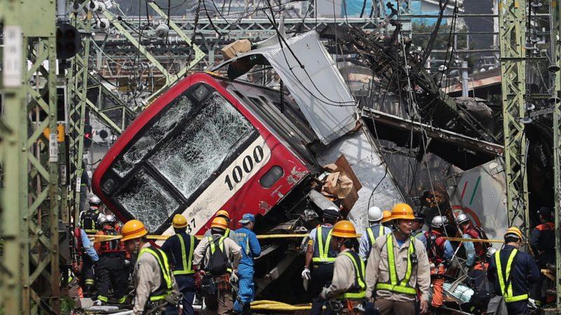 日本京急電車撞卡車 黑煙竄出車廂騷動釀1死33傷