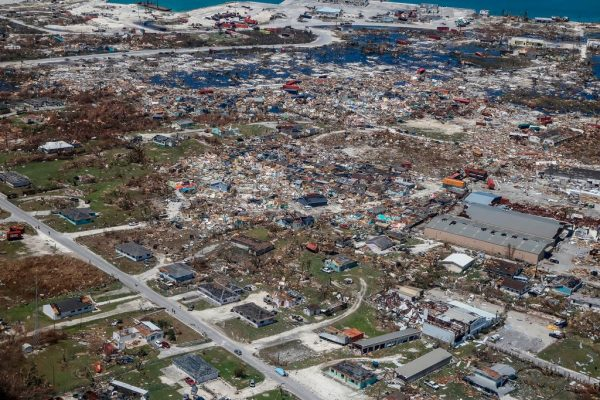 飓风重创巴哈马 再临热带风暴威胁