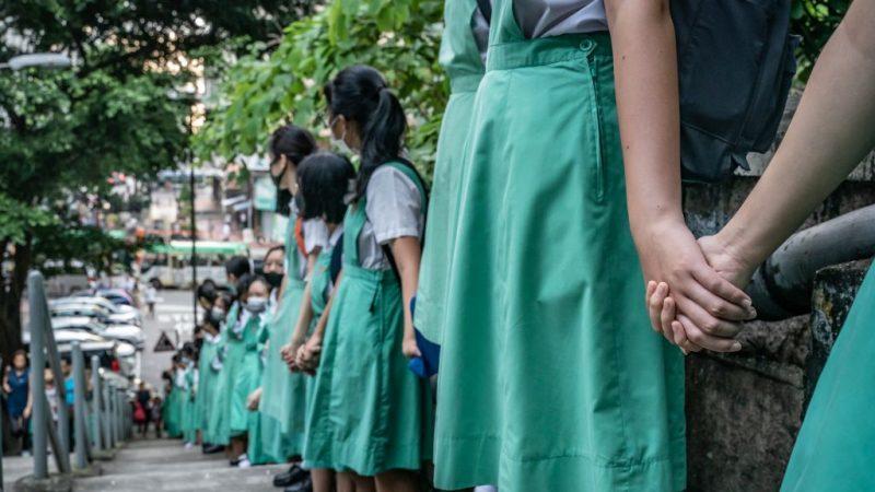 香港学生组壮观人链 遇骚扰袭撃3人伤