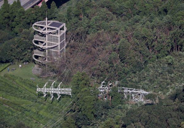 颱風影響 千葉縣九成停電 逾萬人留宿機場